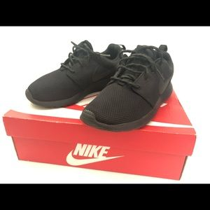 Nike Roshe One Black size 7
